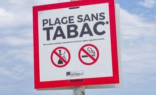 Un panneau indiquant l'interdiction de fumer sur une plage de Marseille (illustration)