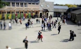 Un garçon de 13 ans a été gravement blessé vendredi matin dans une bagarre avec un autre élève pendant la récréation du matin au collège de Cleunay, à Rennes, a-t-on appris vendredi auprès de l'inspecteur d'académie d'Ille-et-Vilaine