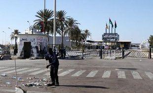 Cent travailleurs tunisiens ont été enlevés par un groupe de Libyens armés dans la région de Zaouia, en Libye, a annoncé la Ligue tunisienne de défense des droits de l'Homme (LTDH)