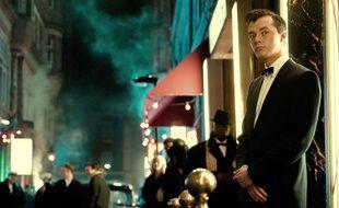 Jack Bannon campe le futur majordome de Batman dans « Pennyworth ».