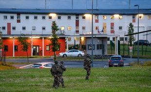 Les équipes du RAID et des ERIS ont été dépêchées à la prison de Condé-sur-Sarthe, mardi soir pour intervenir sur une prise d'otages.