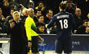 Zlatan Ibrahimovic s'adresse à Carlo Ancelotti, le 12 février 2013 à Valence.