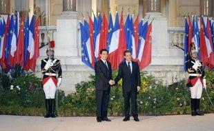 """Les présidents français et chinois Nicolas Sarkozy et Hu Jintao ont constaté, vendredi au cours d'entretiens à Nice (sud-est), une """"vraie convergence"""" sur la réforme du système monétaire international, a déclaré un responsable de la présidence française."""