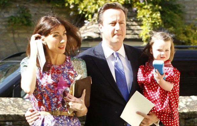 David Cameron accompagné de sa femme Samantha et de sa fille Nancy, dans l'Oxfordshire, le 26 mai 2012.