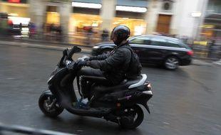 Illustration circulation des deux roues sur les grands boulevards parisiens, le 17 novembre 2014.