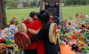 Canada: lors d'un hommage aux 215 écoliers dont les restes ont été retrouvés à Kamloops en Colombie-Britannique fin mai
