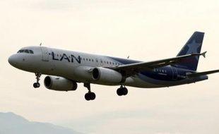La compagnie chilienne LAN, un des plus grands transporteurs aériens d'Amérique latine, a annoncé jeudi l'acquisition prochaine de la deuxième compagnie de Colombie, Aires, à la flotte de 24 appareils, dont neuf Boeing 737.