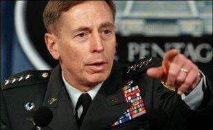 Venu à Washington dresser un tableau de la situation, le commandant de la force multinationale en Irak, le général David Petraeus, n'a pas édulcoré la difficulté de sa tâche lors de ses rencontres avec des représentants et sénateurs. Mais il a répété jeudi qu'il faudrait attendre septembre pour tirer des conclusions sur le succès ou non de la nouvelle stratégie annoncée en janvier, reposant sur l'envoi en Irak de 28.000 soldats supplémentaires.