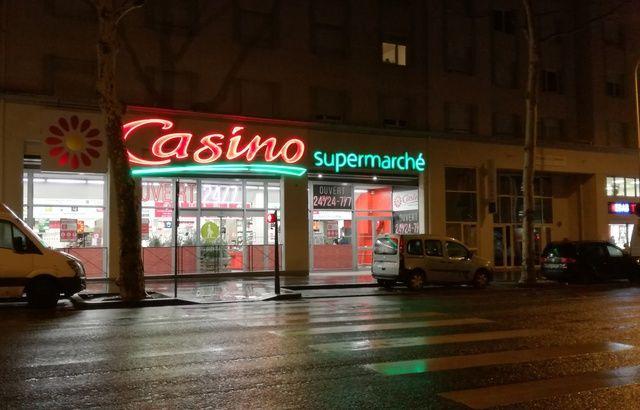 A Lyon, Casino vient d'ouvrir son premier supermarché accessible nuit et jour 640x410_6-decembre-enseigne-casino-ouvert-premier-supermarche-france-ouvert-24h24-7-jours7-lyon