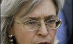 La journaliste russe d'opposition Anna Politkovskaïa, célèbre pour sa couverture très critique de la guerre en Tchétchénie, a été découverte assassinée samedi à Moscou.