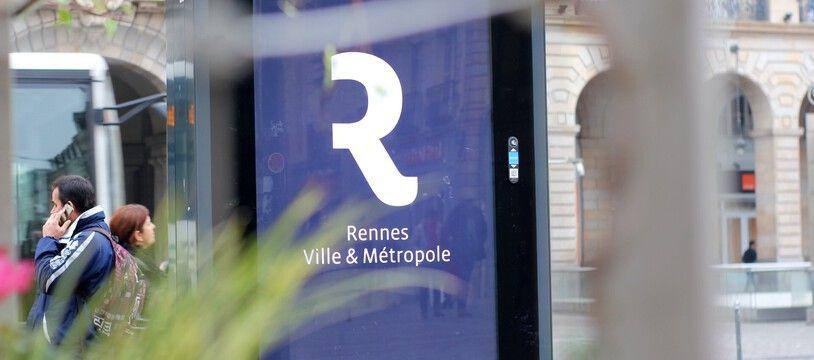 Un panneau numérique de publicité, ici place de la République à Rennes.