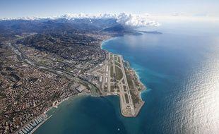 L'aéroport de Nice a été construit sur la mer