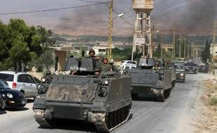 Des blindés de l'armée libanaise dans la ville d'Arsal, dans le nord du Liban, à la frontière avec la Syrie le 6 août 2014