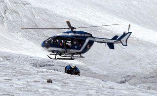 Un hélicoptère du Peloton de gendarmerie de haute montagne. Illustration.