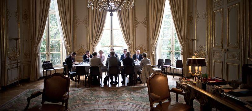 Cet été, le Premier ministre Edouard Philippe et la ministre du Travail Muriel Pénicaud ont multiplié les entretiens avec les partenaires sociaux. Ici, la rencontre à Matignon avec la CFE-CGC, le 27 juillet 2017.