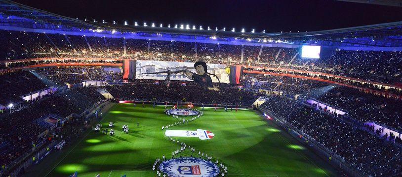 La chanson est lancée avant chaque coup d'envoi dans un Parc OL plongé dans l'obscurité, comme ici avant le choc contre le PSG.