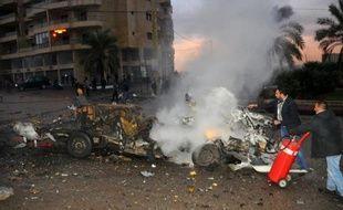 Un attentat suicide a fait au moins deux blessés et coûté la vie à son auteur lundi à Choueifat, à une dizaine de km au sud de Beyrouth, ont indiqué le ministre libanais de l'Intérieur et la Croix-Rouge.
