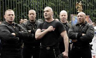 Serge Ayoub (au centre) et 17 autres membres du groupuscule néonazi WWK seront jugés dès lundi, à Amiens.