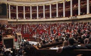 Dans la foulée du vote sur les retraites, les députés se sont plongés jeudi dans l'examen du projet de loi de financement de la Sécurité sociale (PLFSS) pour 2011 mais deux mesures spectaculaires qu'ils défendaient ont été repoussées sur injonction du gouvernement.