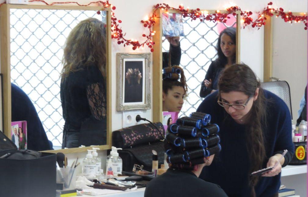 Au salon jos phine les femmes au ch mage retrouvent un look et la confiance - Salon de coiffure qui recrute ...