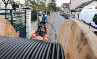 Extension d'un réseau de fibre optique en France (illustration).
