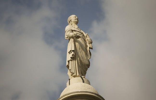 NANTES, le 28/03/2013 La statue de Louis XVI renovee apres quatre mois de travaux