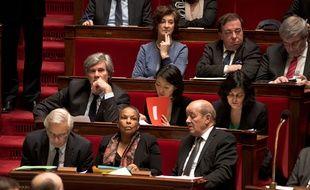 Christiane Taubira entourée de ses collègues du gouvernement à l'Assemblée nationale le 20 janvier 2014.