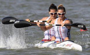 Sarah Guyot (au fond) et Manon Hostens lors des Mondiaux 2019 de kayak à Szeged, en Hongrie.
