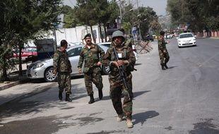 Des membres des forces de sécurité afghanes sur les lieux d'une attaque qui a tué plus d'une dizaine de personnes à Kaboul, le 5 septembre 2019.