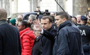 Emmanuel Macron constate les violences commises avenue Kléber, le 2 décembre 2018.