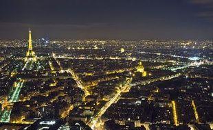 Une photo de Paris de nuit.