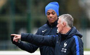 Didier Deschamps et Anthony Martial lors d'un entraînement des Bleus, le 26 mars 2016 à Clairefontaine.