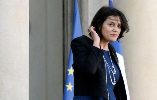 La ministre du Travail  Myriam El Khomri à la sortie du Conseil des ministres le 2 mars 2016 à Paris