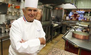 Paul Bocuse dans son restaurant de Collonge aux Monts d'Or, le 20 septembre 2015.