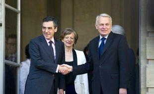 """L'ancien Premier ministre François Fillon a appelé samedi le président François Hollande à """"renoncer"""" à des promesses électorales susceptibles d'aggraver la crise financière européenne, sous peine d'avoir à en """"porter la responsabilité""""."""