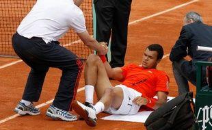 Le tennisman Français, Jo-Wilfried Tsonga, lors de son abandon à Roland-Garros, face à Mikaïl Youzhny, le 30 mai 2010.