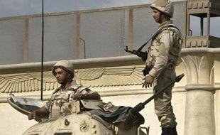 Des soldats égyptiens sur un tank au Caire le 9 décembre 2013