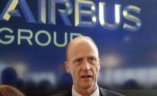 La direction d'Airbus Group (ex-EADS) a détaillé lundi devant les syndicats européens son plan de 5.800 suppressions d'emplois visant à améliorer sa compétitivité dans la défense et l'espace, qui se traduira par des coupes sévères dans plusieurs usines allemandes et françaises.