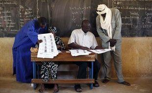 Les Maliens votent au 1er tour des législatives le 24 novembre 2013.