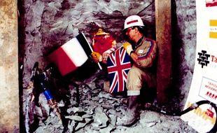 Le 1er décembre 1990, Philippe Cozette (à droite) et Graham Bell effectuaient la jonction du tunnel sous la Manche.