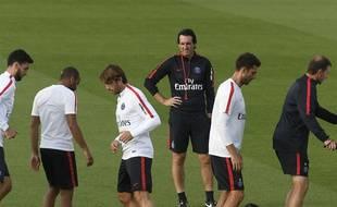 Unai Emery et ses joueurs à l'entraînement, le 22 septembre 2016.