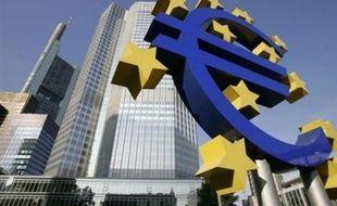 La croissance dans la zone euro a ralenti un peu plus que ce que l'on pensait jusqu'ici l'an dernier, à 2,6% contre 2,8% en 2006 et la consommation des ménages a reculé au dernier trimestre, dans un contexte de fortes inquiétudes autour du pouvoir d'achat.