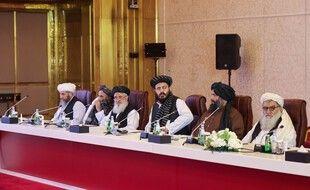 Une délégation de Taliban lors des négociations avec le gouvernement afghan à Doha, le 17 juillet 2021.