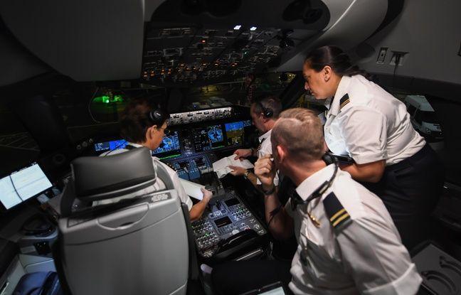 Des pilotes à l'intérieur du Boeing 787 Dreamliner lors du vol Londres-Sydney, le 15 novembre 2019