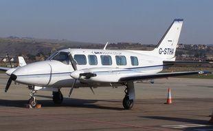 Avion bimoteur de type Piper A-31