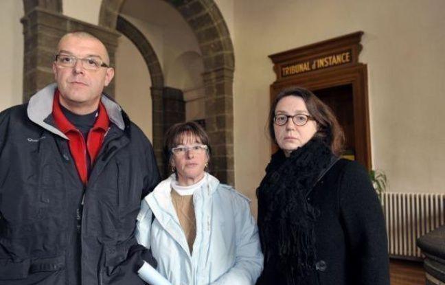 """Le ministre de l'Intérieur Manuel Valls a estimé lundi sur RTL que le retour dans sa famille de Geneviève, cette lycéenne de 16 ans originaire du Puy-en-Velay qui a fugué depuis le 4 décembre, """"doit se régler dans l'apaisement""""."""