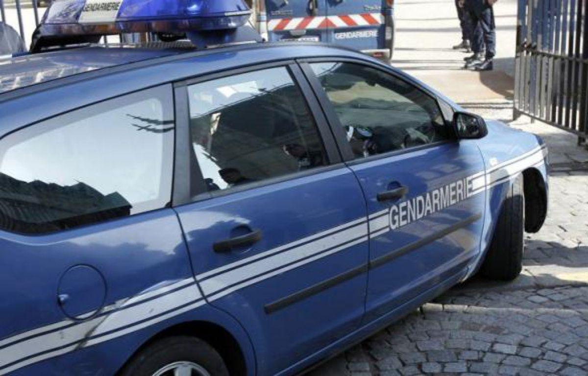 Le maire de Baliros (Pyrénées-Atlantiques), Jacques Robert, 74 ans, a été mis en examen jeudi matin pour détention d'images à caractère pédopornographique et pour corruption de mineurs de moins de 15 ans, parmi lesquels ses propres enfants de 7 et 10 ans, a indiqué le parquet de Pau. – Charly Triballeau afp.com