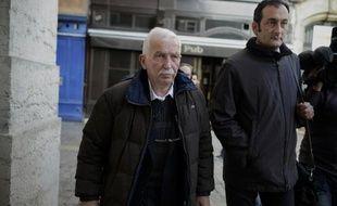 L'ancien entraîneur de tennis Régis de Camaret, condamné en novembre dernier à huit ans de prison pour viols, a demandé vendredi sa remise en liberté sous contrôle judiciaire.