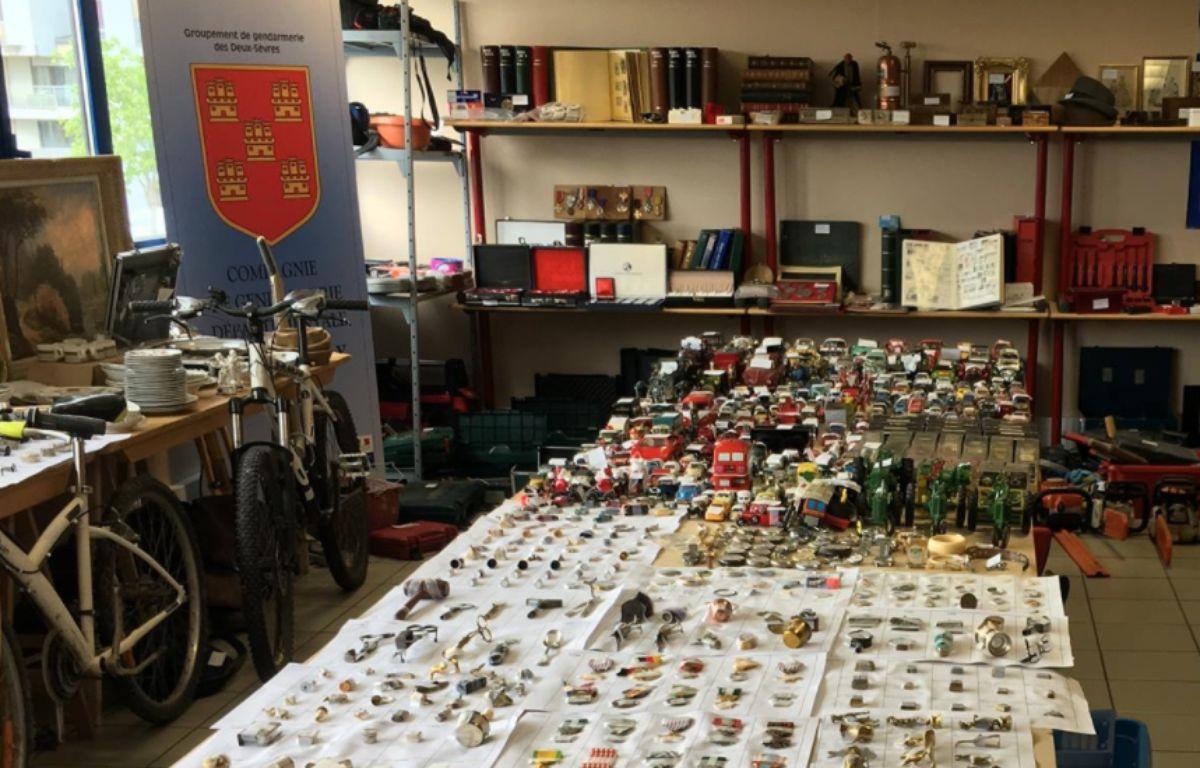 L'ensemble du butin est exposé dans l'une des salles de la gendarmerie...et obstrue les lieux.  – Capture d'écran Facebook / Gendarmerie des Deux-Sèvres