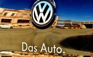 Le logo d'une voiture Volkswagen.